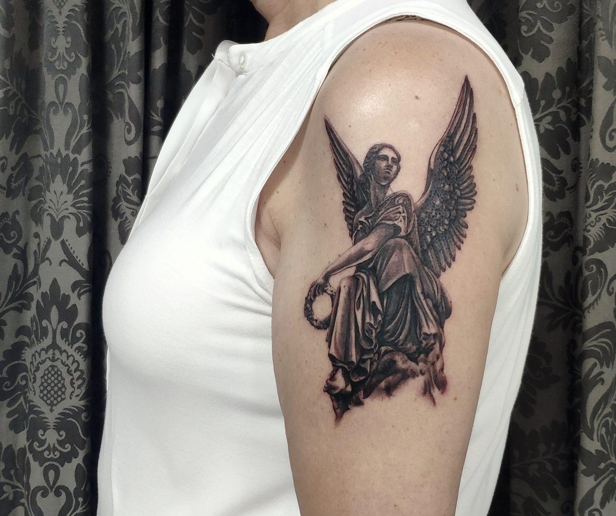 escultura angel tatuaje