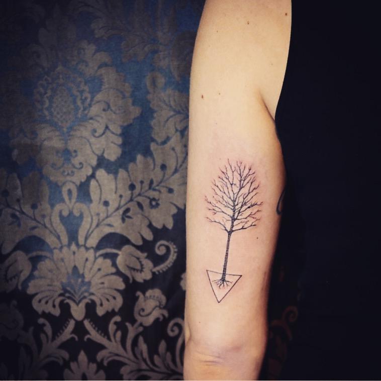 geometria, tatuajegeometrico, madridtattoo, tattooshopmadrid, geometrictattoo, lineamuyfina, tatuajelineafina, finelinetattoo, fineline, hiperfineline, minitattoos