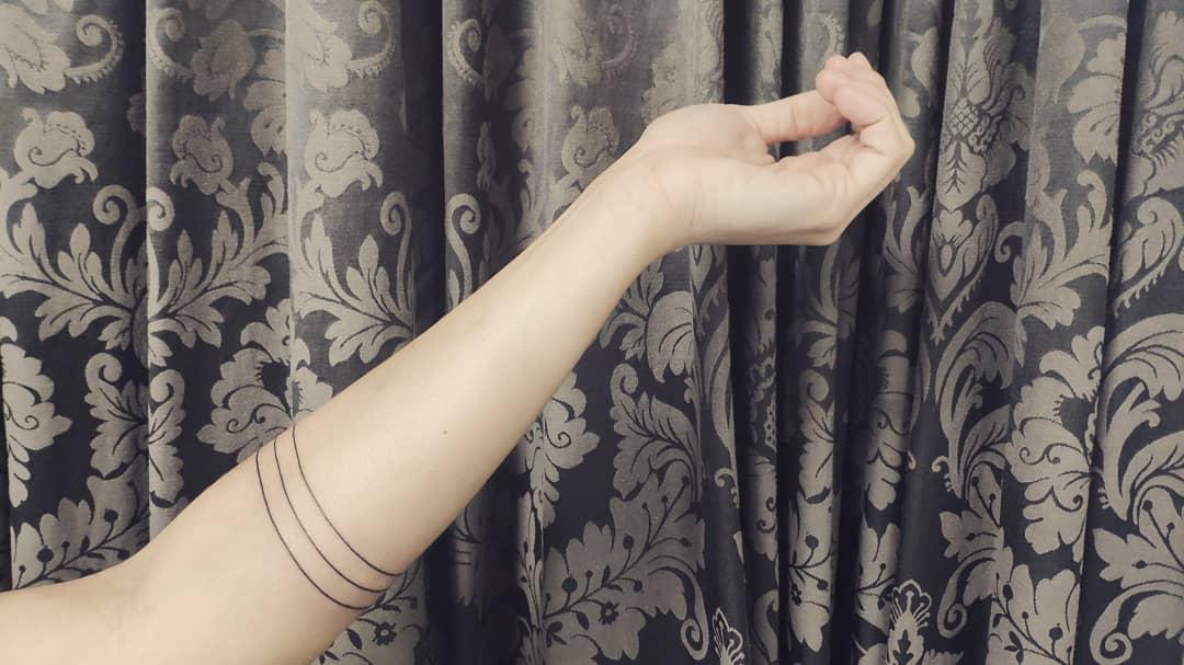 geometria, tatuajegeometrico, madridtattoo, tattooshopmadrid, geometrictattoo, lineamuyfina, tatuajelineafina, finelinetattoo, fineline, hiperfineline, mejorestatuajesmadrid, lineafinamadrid, brazaletemadrid