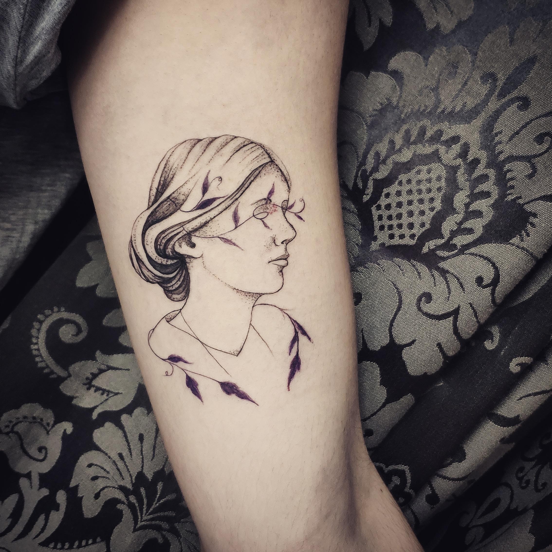 geometria, tatuajegeometrico, madridtattoo, tattooshopmadrid, geometrictattoo, lineamuyfina, tatuajelineafina, finelinetattoo, fineline, hiperfineline, mejorestatuajesmadrid, lineafinamadrid, puntillismomadrid, feminismomadrid