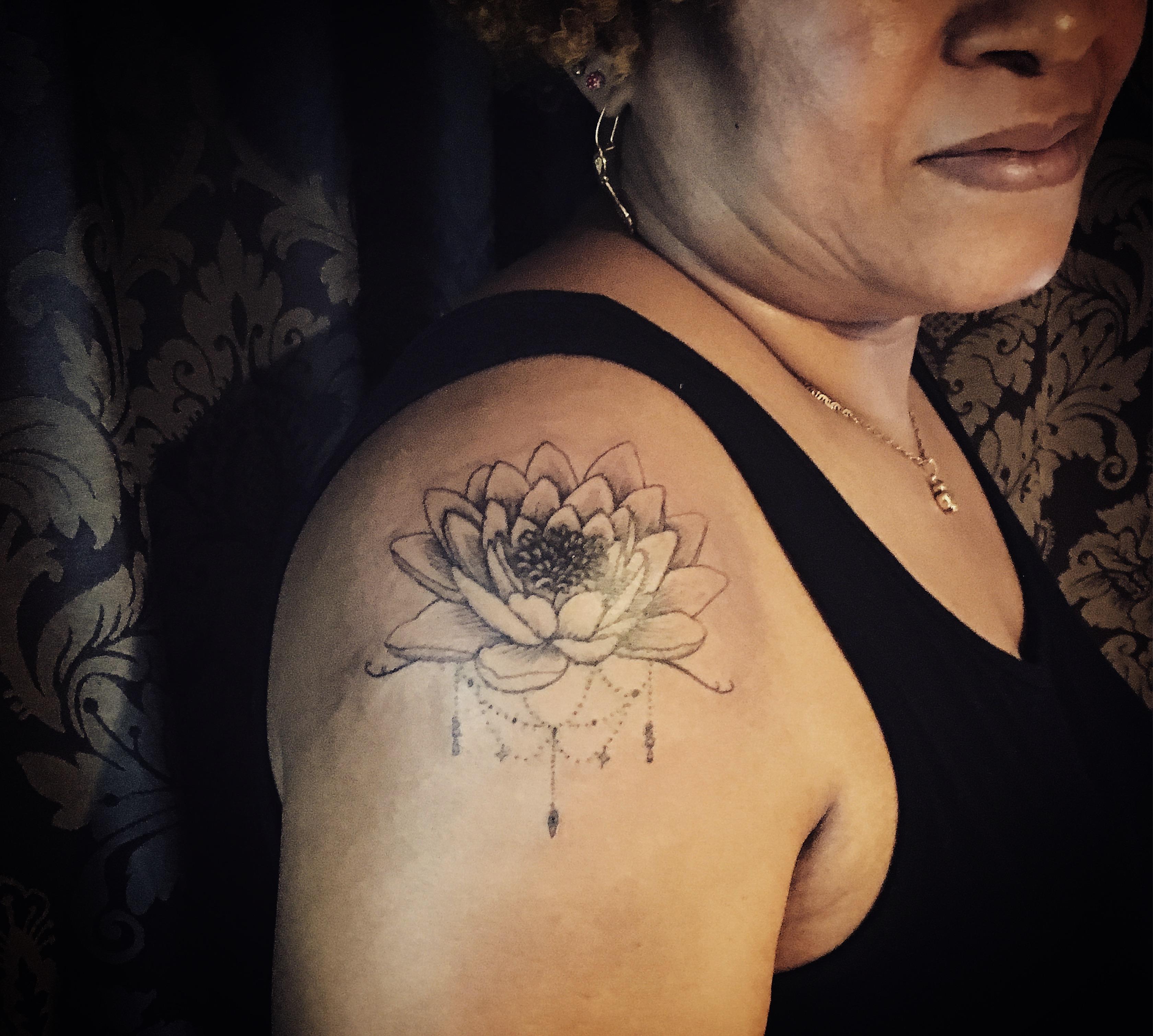 geometria, tatuajegeometrico, madridtattoo, tattooshopmadrid, geometrictattoo, lineamuyfina, tatuajelineafina, finelinetattoo, fineline, hiperfineline, mejorestatuajesmadrid, lineafinamadrid, puntillismomadrid, flordeloto
